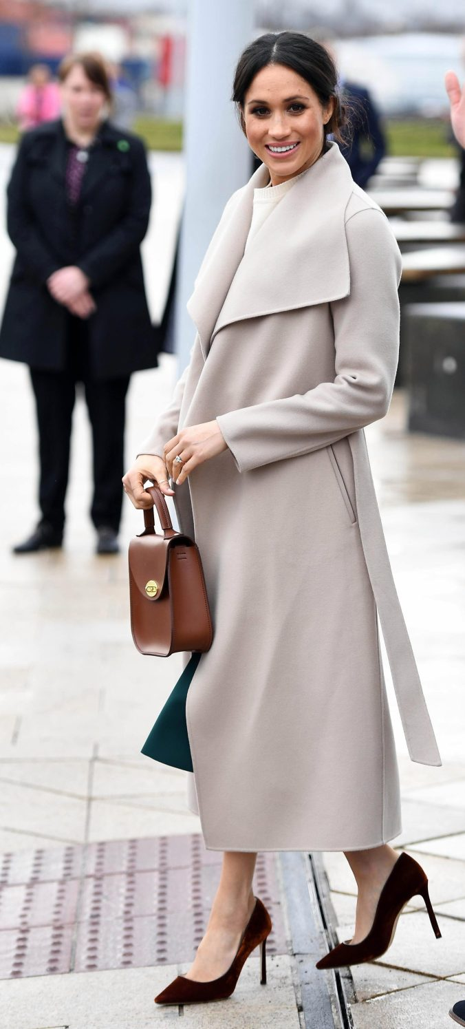 save-yourself-560-with-these-meghan-markle-lookalike-velvet-heels-and-theyre-now-on-sale